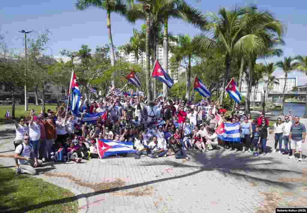 Personas que integraron la Caravana por el Cambio en Cuba, realizado en Miami, Estados Unidos, el 16 de febrero de 2019.