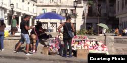 Cubanos buscan opciones para regalar este 14 de febrero