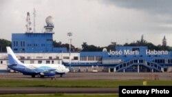 Un vuelo chárter aterriza en el aeropuerto internacional José Martí de La Habana (Foto: Archivo).
