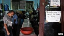ARCHIVO. Control sanitario para evitar propagación del cólera.