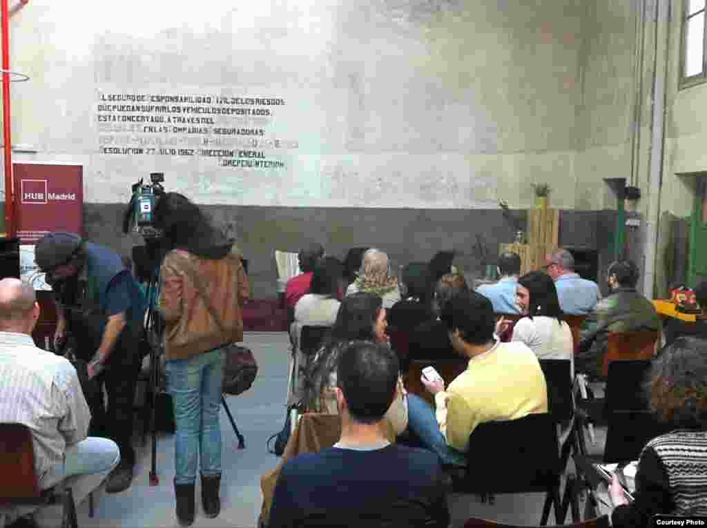 twitpic de Yoani Sánchez y Joan Antoni Guerrero muestran esta jornada en Casa América donde ha sido invitada la bloguera cubana