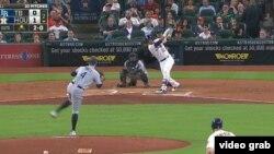 Yuliesky Gurriel impulsa su primera carrera en Grandes Ligas. (Captura de video MLB)