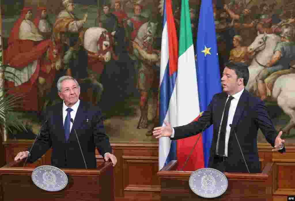 Conferencia de prensa de Renzi y Raúl Castro.