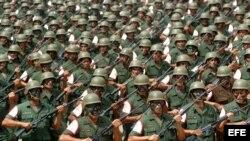 15.000 reservistas uniformados y armados.