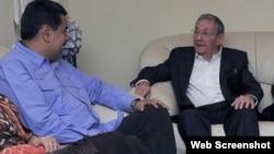 Raúl Castro recibe a Nicolás Maduro en visita no anunciada.