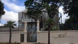 Entrada principal al Centro Fidel Castro Ruz en El Vedado, La Habana (cortesía de ADN Cuba).