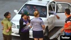 Operativo policial se mantiene este lunes en los alrededores de la sede de las Damas de Blanco en Lawton, La Habana. (Foto: Angel Moya)