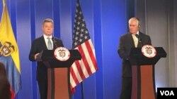 Tillerson y Santos en conferencia de prensa conjunta en Bogotá