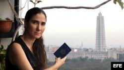 La bloguera cubana Yoani Sánchez desde el piso 14 que da nombre a su nuevo diario digital 14ymedio.com.