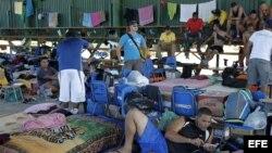 Cubanos en un albergue en el pueblo de La Cruz, Guanacaste, Costa Rica. Foto Archivo