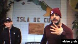 """Silvito el Libre y Aldo el Aldeano en el video de su tema """"Llorando sangre""""."""