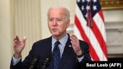 El presidente Biden celebra la decisión del Senado, el 6 de marzo de 2021. (Saul Loeb / AFP).