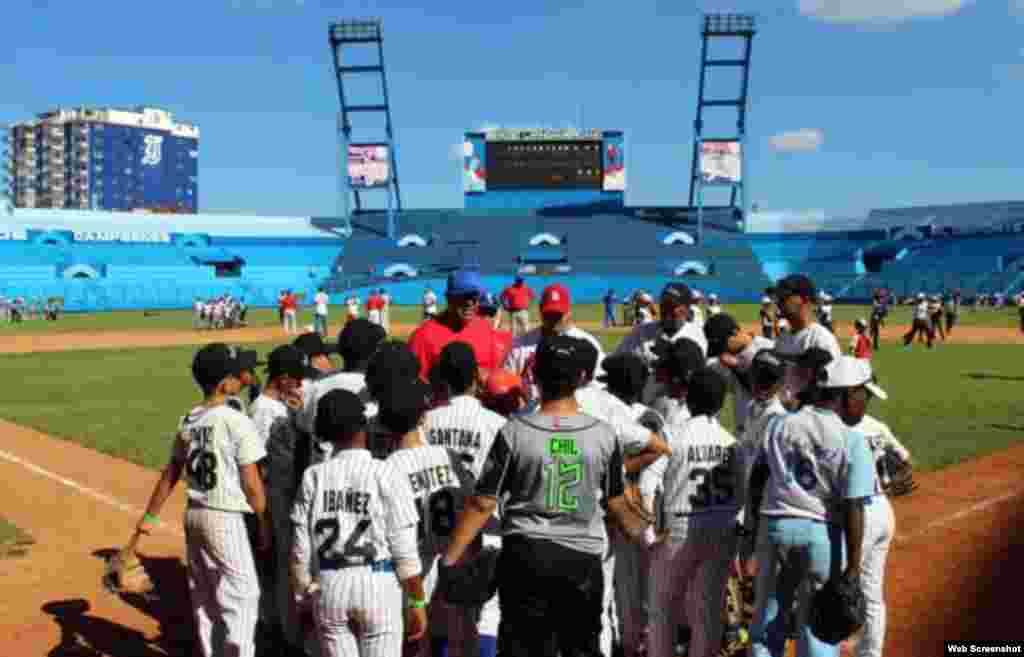 Jugadores de las Grandes Ligas impartieron clases prácticas a niños cubanos que participaron en el torneo provincial en la categoría sub-12 en los municipios de Marianao, 10 de octubre, La Habana del Este, Playa, Cerro y Boyeros.