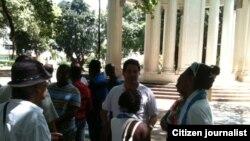 Reporta Cuba Activistas en Parque Gandhi entre ellos Angel Santiesteban Foto Angel Moya
