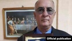 Roberto de Jesús Quiñones Haces recibió el Premio del Instituto Patmos.