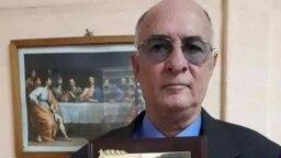 El abogado y periodista Roberto de Jesús Quiñones Haces recibió el Premio del Instituto Patmos.