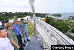 Premier Lee visita a las tropas en la Isla Sentosa, Singapur
