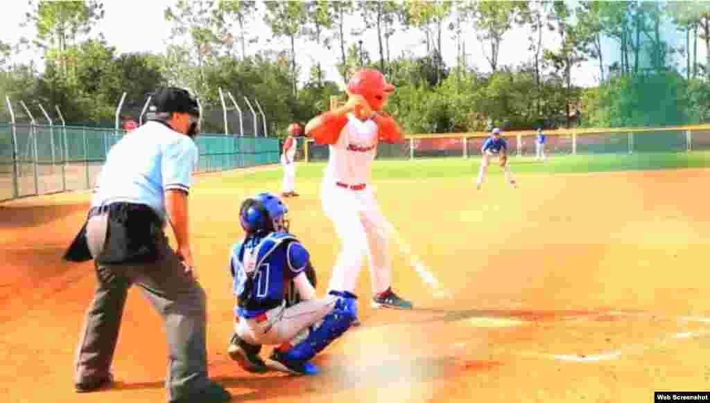 """""""Los Habaneros"""" demostraron que saben batear. Derrotaron 16x0 a Category 6 Baseball; 14x2 al equipo Acabeis Panamá y; 8x2 a los JCS Rangers. Imagen tomada de un vídeo del periódico Orlando Sentinel."""
