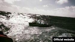 Guardia Costera rescata a dos cubanos. Foto Guardia Costera