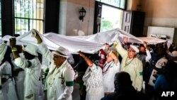 Yorubas en Cuba en el ritual de la Letra del Año. (Adalberto Roque / AFP).