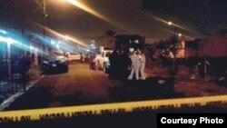 """La Fuerza Pública de Costa Rica cerró el acceso a la calle donde fue hallado el cadáver de un cubano, presuntamente asesinado. Foto: """"Diario Extra""""."""