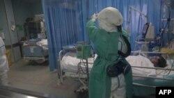 Paciente de coronavirus en hospital en China.