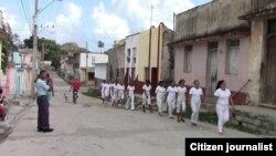 Reporta Cuba. Damas de Blanco se dirigen a realizar la votación. Foto: NacanPress.