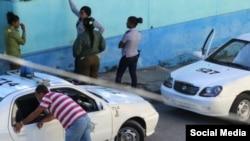 Autos patrulleros rodean la vivienda Sede Nacional del Movimiento Damas de Blanco en Lawton, La Habana. (Cortesía A. Moya).