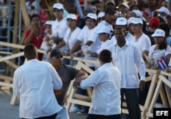 Andrés Carrión fue detenido por gritar !Abajo el comunismo! durante la visita de Benedicto XVI