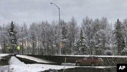 La comunidad de la isla Kodiak ordenó a sus residentes que se dirijan a los terrenos más altos en medio de la amenaza de tsunami.