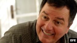 Presenta su más reciente novela el escritor chileno Roberto Ampuero