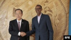 El secretario general de la ONU Ban Ki-moon y el presidente de Ruanda Paul Kagame.