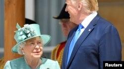 El presidente Donald Trump se reúne con la reina Isabel II en el Palacio de Buckingham.