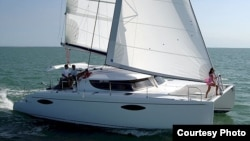 La guardia costera encontró a 38 cubanos ilegales y un natural de Santa Lucía a bordo del catamarán Mazurka.
