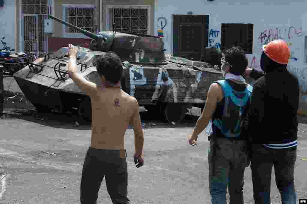 """La organización Human Rights Watch (HRW) condenó hoy los """"excesos"""" contra los manifestantes durante las protestas de los últimos días en Venezuela y la """"censura"""" y amenazas a los medios de comunicación."""