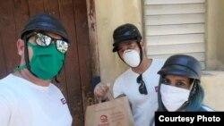 Ayudando a los necesitados Marzo 2020 Foto Facebook Juan Blain JuankysPan y MOTO Eléctrica CUBA