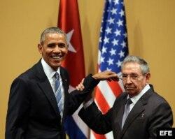 Raúl Castro y el entonces presidente de EEUU Barack Obama, durante una rueda de prensa en el Palacio de la Revolución de La Habana.