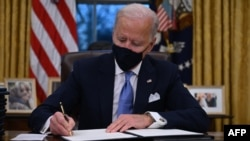 Presidente Joe Biden en Despacho Oval de la Casa Blanca