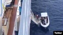 Cubanos rescatados por el Crucero Fantasy.