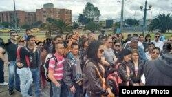 Los médicos cubanos que escapan de Venezuela solicitan las visas en la embajada de EEUU en Bogotá.