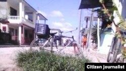 El agua de las fosas corre por las calles de un poblado de la provincia cubana de Villa Clara.
