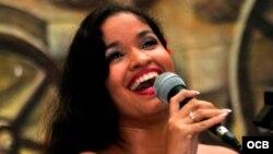 Otro fragmento de 1800 Online con la cantante cubana Luna Manzanares.