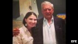 Yoani Sánchez y Mario Vargas Llosa en Lima, Perú, hoy sábado, 6 de abril. Foto del diario El Comercio