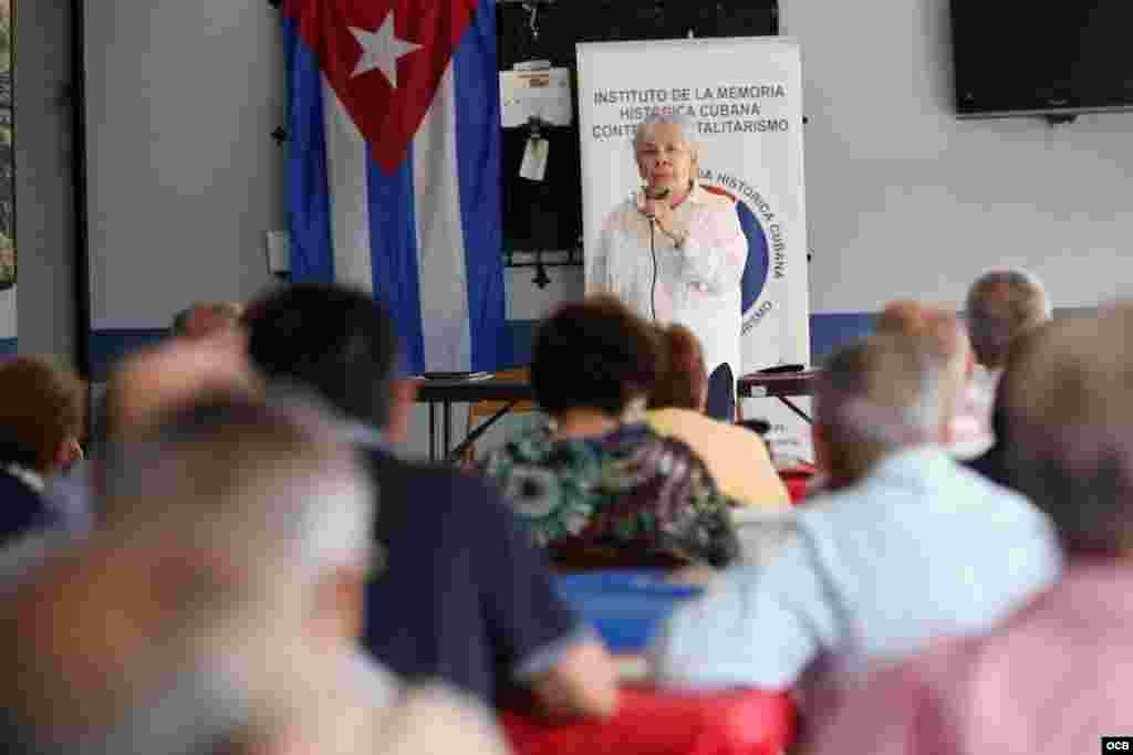 Ana Lázara Rodríguez, durante su intervención en el primer Coloquio del Presidio Político Cubano. (Roberto Koltun/Radio yTV Martí)