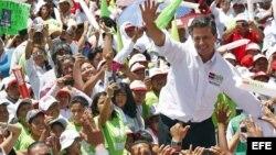 La mayor parte de las encuestas siguen dando el primer lugar al candidato del PRI, Enrique Peña Nieto.
