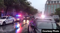 Escena del tireoteo ocurrido en un barrio de Baltimore este domingo (The Baltimore Sun)