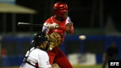 El segunda base cubano Héctor Olivera.