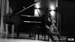 1800 Online con el músico cubano Yaniel Matos