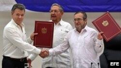 Cuba ha sido clave como país garante y sede en los diálogos de paz de Colombia. Detractores del proceso alegan que fue La Habana quien aupó a la guerrilla marxista.