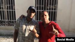 El Funky (izq.) junto a Denis Solís. @elfunkycuba